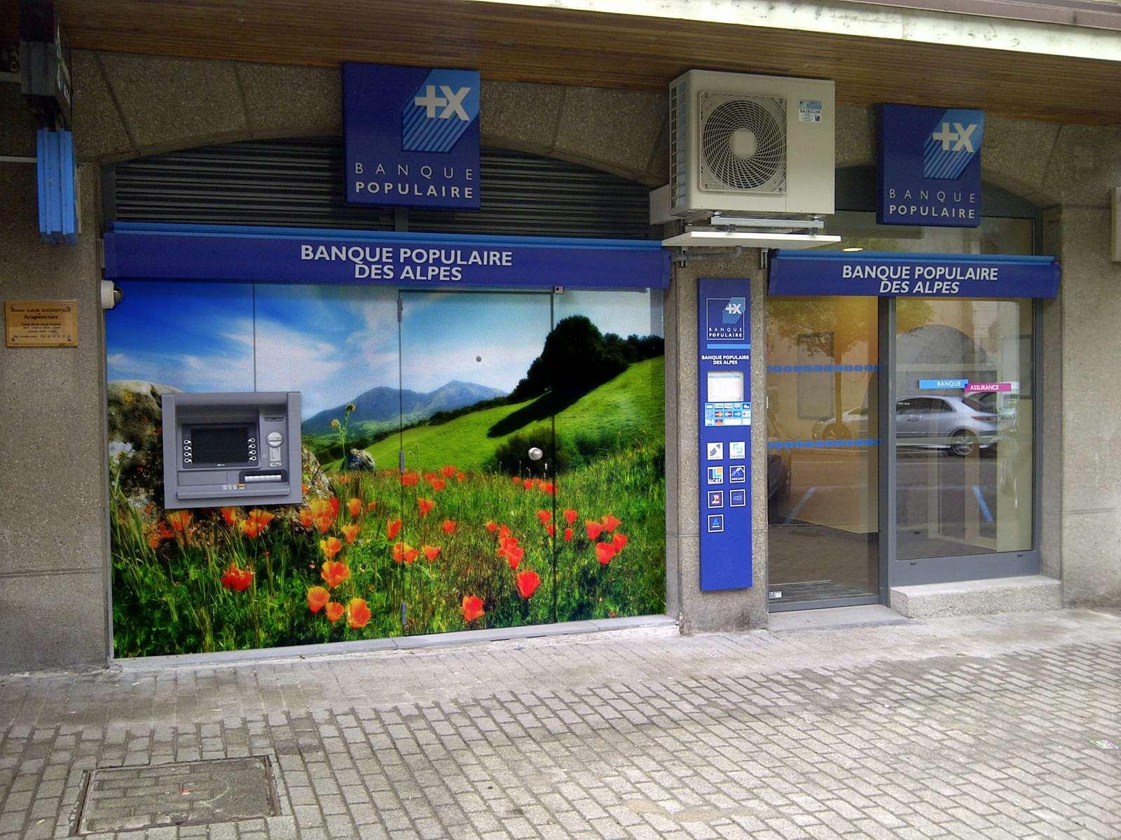 C'est celui-ci qui a été choisi que vous pouvez voir sur la façade de la banque actuellement.